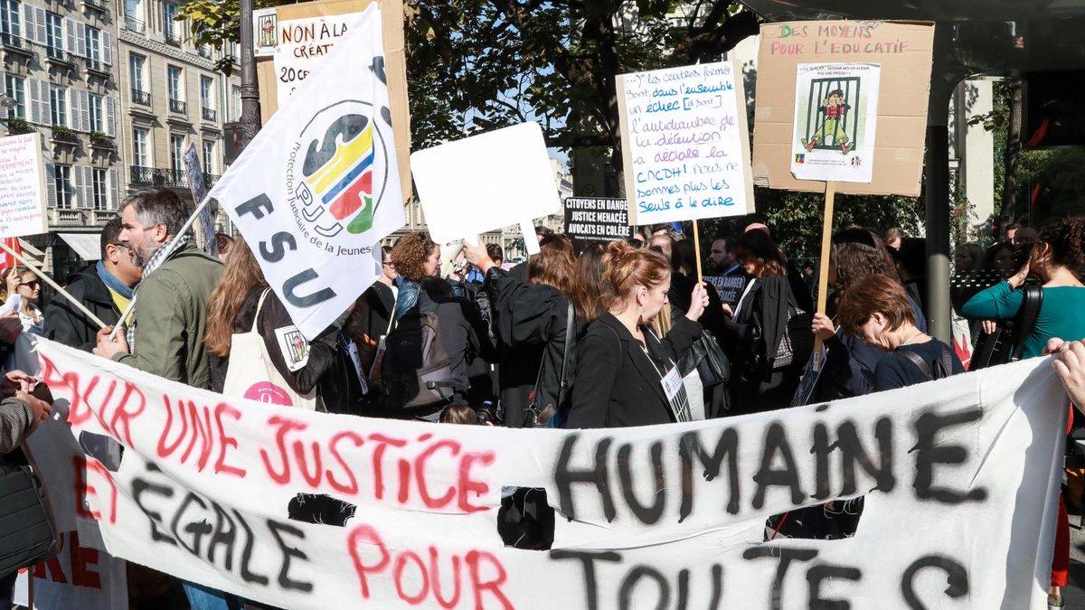 Les avocats d'Île-de-France appellent à bloquer l'accès aux tribunaux lundi matin  https://t.co/BSghRTByuG