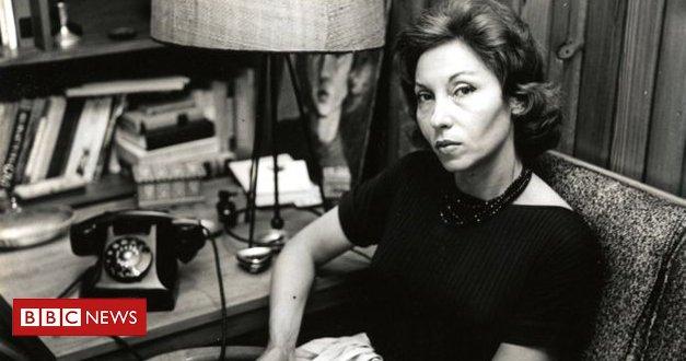 Há exatos 41 anos, Clarice Lispector morria decorrente de um câncer - e os escritos dessa ucraniana-pernambucana tem se tornado mais conhecidos e sua obra hoje é comparada à de romancistas importantes da literatura internacional, como Virginia Woolf https://t.co/mWq0yNv9GF