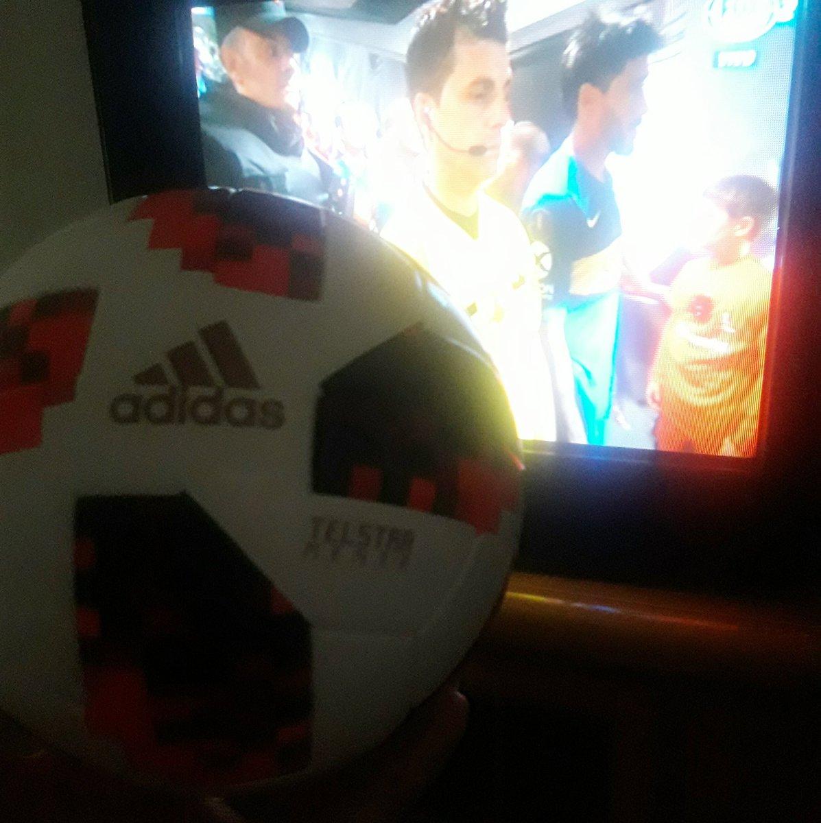 Viendo #RiverBoca en buena compañía. @adidas_ES Telstar modelo #U17WWC - #Uruguay2018 🇺🇾 #CONMEBOLLibertadores