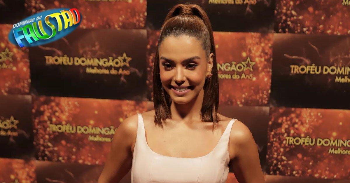 Giovanna Lancellotti usa look inspirado em Rochelle e avisa: 'Estou solteiríssima'! #TroféuDomingão #MelhoresDoAno https://t.co/C5hseZWdlX