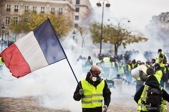 Франция расследует якобы причастность России к протестам желтых жилетов Фото