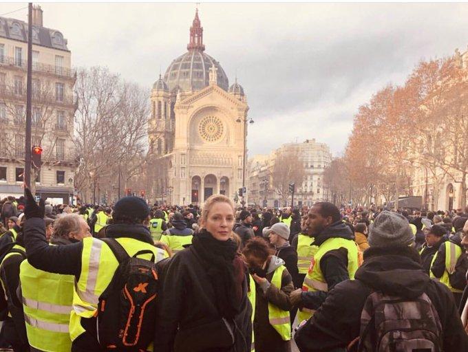 Uma Thurman en la protesta de los chalecos amarillos. Uma, te amo desde siempre y hoy un poco más. Photo
