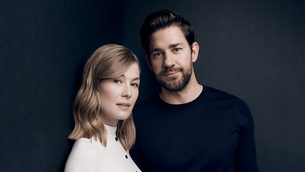 John Krasinski and Rosamund Pike talk vulnerability and playing with Legos after tense scenes. Watch their full Actors on Actors conversation:  http:// bit.ly/2E3Xwfz  &nbsp;   | #ActorsOnActors presented by @amazonstudios<br>http://pic.twitter.com/nw8qJAScYn