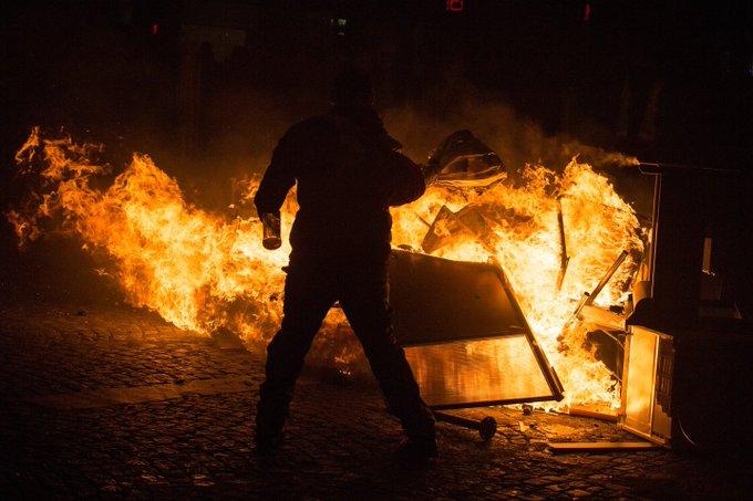 Франция расследует причастность России к протестам в Париже: Фото