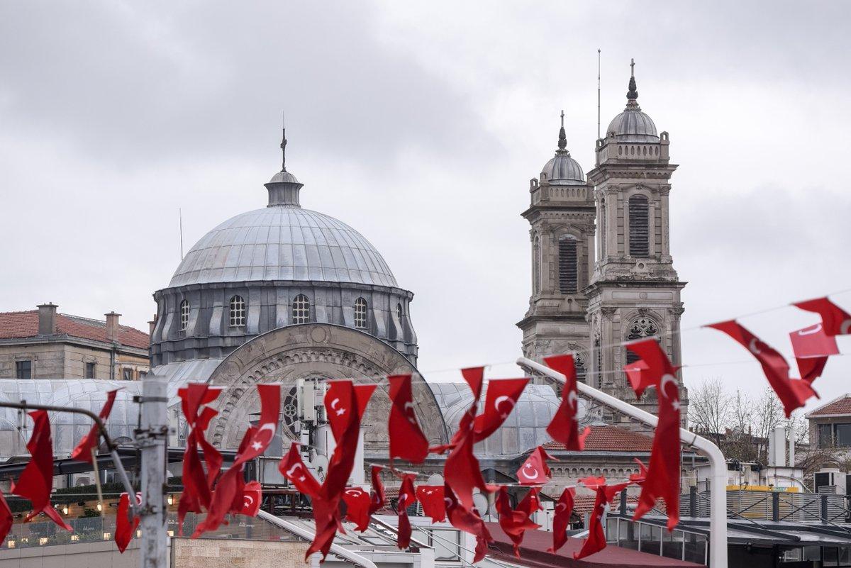 Istambul é uma das cidades mais fascinantes da Europa, suspensa entre o Leste e o Oeste, a única do mundo construída sobre os dois continentes. Sítios a visitar: Mesquita Azul, Basílica Hagia Sophia, Grand Bazaar e Cisterna da Basílica ℹ adeptos http://bit.ly/2UvwKCW #FCPorto