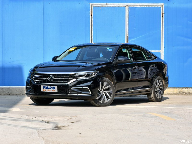 The new #Volkswagen #Passat #PHEV for #China. 1.4T engine with 110kW and 85 kW electric engine with maximum power of 155 kW and consumption of 1.4L/100km.<br>http://pic.twitter.com/YJLjJwi39h