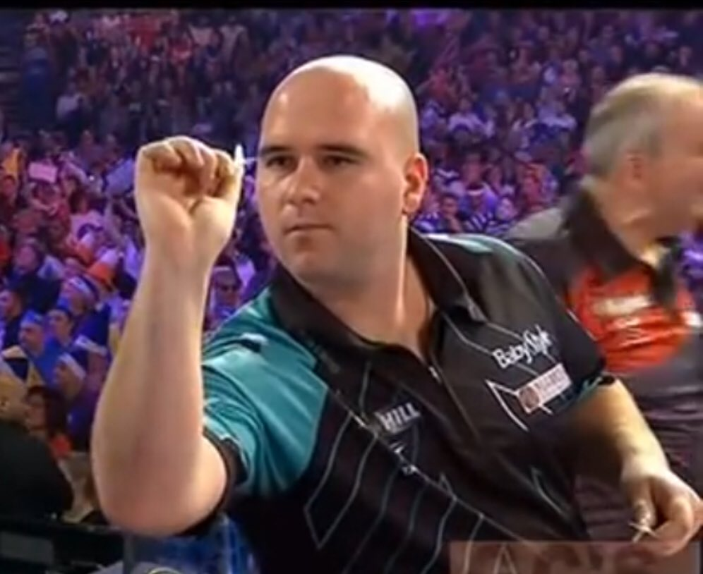 Look at the difference at Rob's throw over the past 11 months. Picture 1- World Championship Final. Picture 2- World Matchplay round 2 two. Picture 3- Players Champs Finals round one. #LoveTheDarts