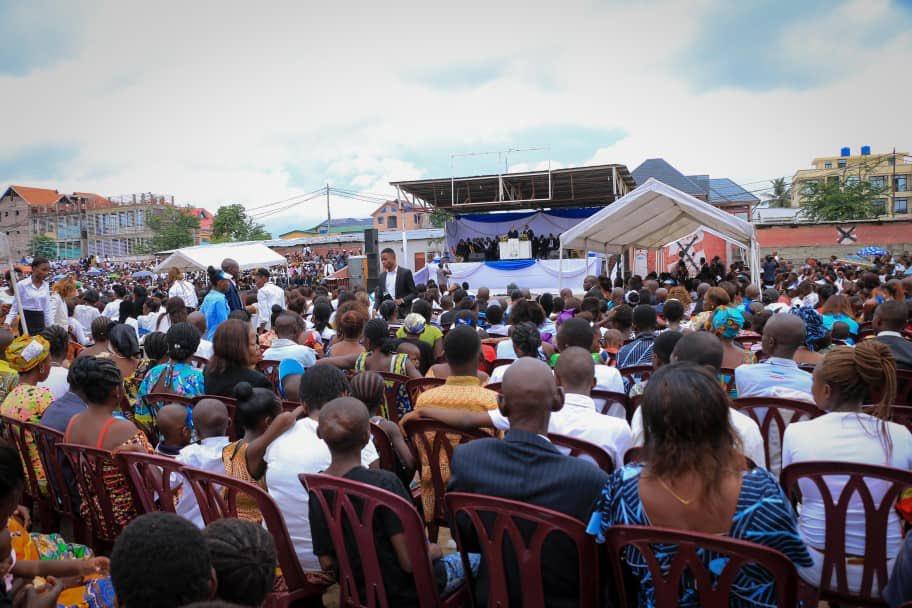 """Louer Dieu et écouter Sa Parole dans un """"service divin"""" Néo-apostolique ce dimanche matin au Stade Vélodrome à #Kintambo.  Merci 🙏🏽"""