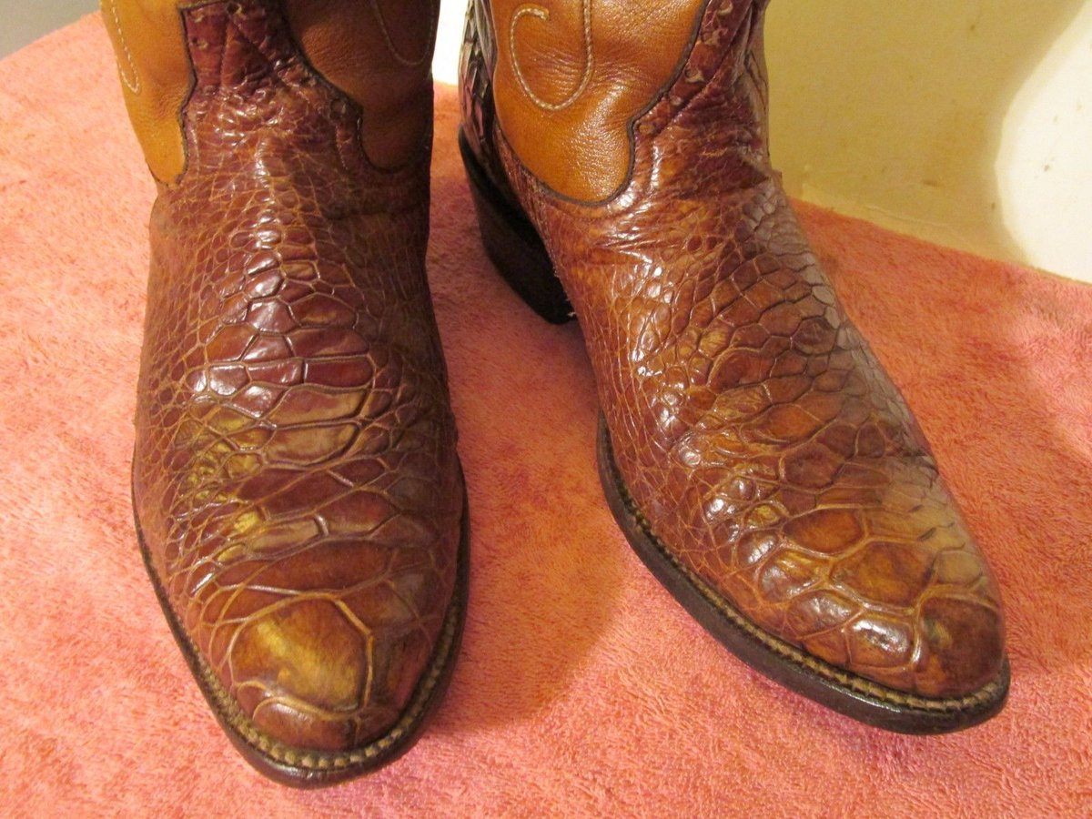 """.@eBay  @USFWS  Yet another illegal wildlife item selling on eBay: sea turtle boots (item 223266768844). eBay continues to push illegal skins (""""sea alligator"""" is known as a euphemism for """"sea turtle"""" to all collectors). Please retweet to stop the killing of wildlife."""