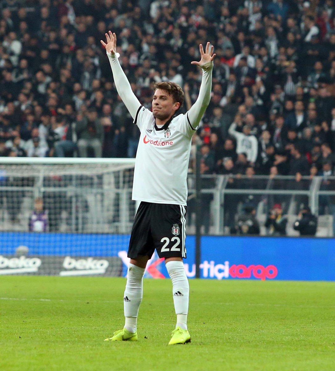 2 - Beşiktaş formasıyla çıktığı ilk altı Süper Lig maçında gol atamayan Adem Ljajic, son iki lig karşılaşmasında birer gol kaydetti. Kartal.