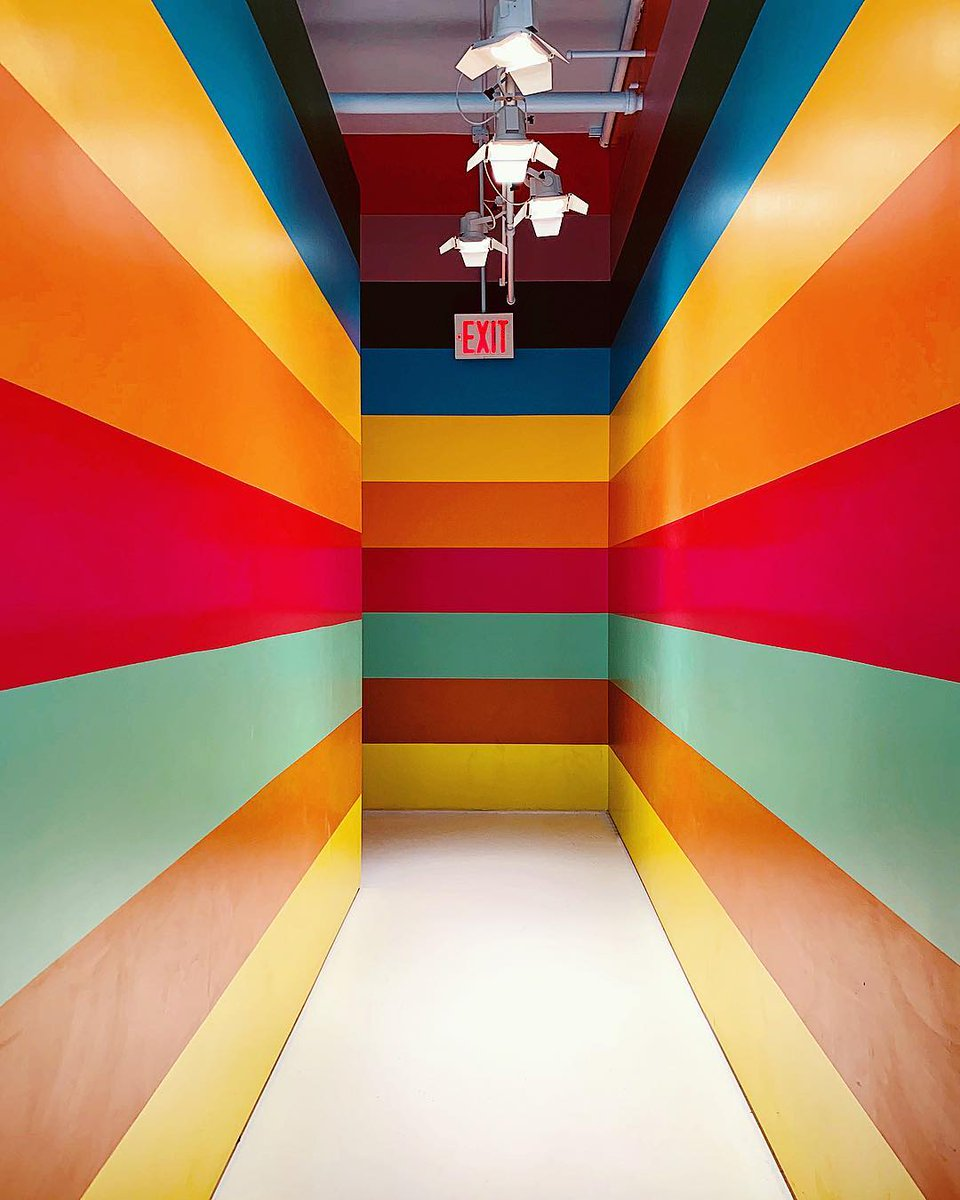 Colorful Room in New York 🌈 https://t.co/jUY5C949Br https://t.co/Gk2PlxZINU