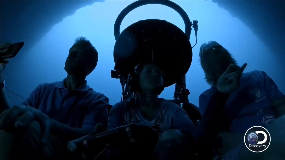 .@FCousteau, @richardbranson and @erika_bergman head to the center of the #BlueHole to map its depth. #DiscoveryLive