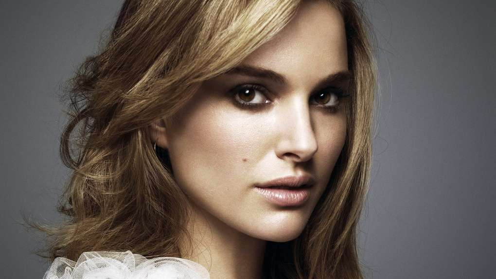 Лучшую хом знаменитая зарубежная актриса горлышко трахаются изменяющие