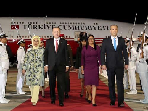 Cumhurbaşkanı Erdoğan Venezuela'da tccb.gov.tr/haberler/410/9…