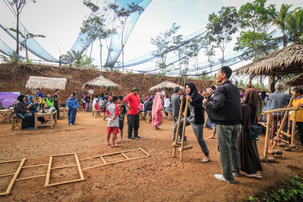 Pesonaid Travel Auf Twitter Bagi Pengunjung Yang Bawa Anak Di Pasar Lodra Jaya Ada Permainan Tradisional Juga Loh Cocok Untuk Anak Anak Karena Mereka Bisa Dikenalkan Dengan Permainan Jadul Seperti Kelereng Congklak Egrang Lompat