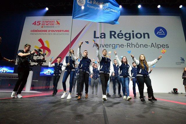18 médailles aux 45èmes Olympiades des Métiers pour l'équipe @auvergnerhalpes, c'est une belle moisson : 3🥇 2🥈 5🥉 8️⃣ médaillons d'excellence  Retour à lire sur une sacrée aventure humaine pour les 38 jeunes en compétition👇 https://t.co/oIkgzZxRup #TeamAura @WorldSkillsFR https://t.co/aezyDia5KA