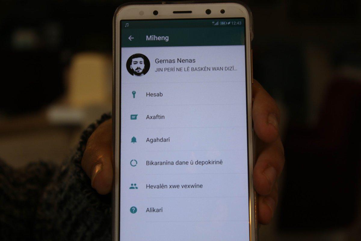 WhatsApp artık Kürtçe kullanılabilecek  Dünyada en yaygın kullanılan telefon uygulamalardan biri olan WhatsApp artık Kürtçe kullanabilecek. Teknolojik Kürtçe çalışmaları yürüten Gernas Nenas, WhatsApp uygulamasına Kürtçe yazılım ekledi. @MAturkce aracılığıyla