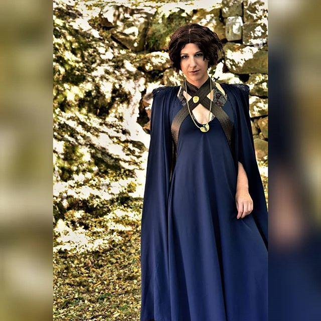 Can't wait for the next season! Who's your favorite? . Ellaria Sand  Pic by @wildherzphotography . #got #gameofthrones #gameofthronescosplay #ellariasand #ellariasandcosplay #blue #dress #gold #snake #austriancosplayer #austria #mmc #costumemaking #sewin…