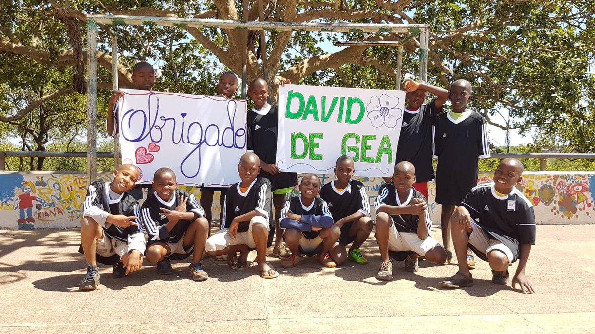 Gracias al material que nos ha donado @D_DeGea estamos impulsando diferentes actividades deportivas con los niños y jóvenes huérfanos de Casa do Gaiato de Maputo, en el sur de Mozambique. ¡Muchas gracias David!