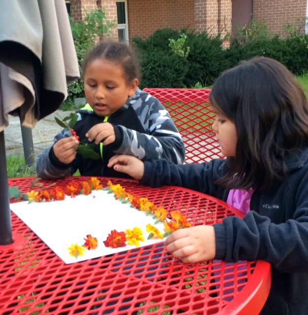 Students participate in the Courtyard Nature Club after school facilitated by our partners from Lands and Waters, Inc. <a target='_blank' href='http://search.twitter.com/search?q=APSGetInvolved'><a target='_blank' href='https://twitter.com/hashtag/APSGetInvolved?src=hash'>#APSGetInvolved</a></a> <a target='_blank' href='https://t.co/Dx8jeeh09M'>https://t.co/Dx8jeeh09M</a>