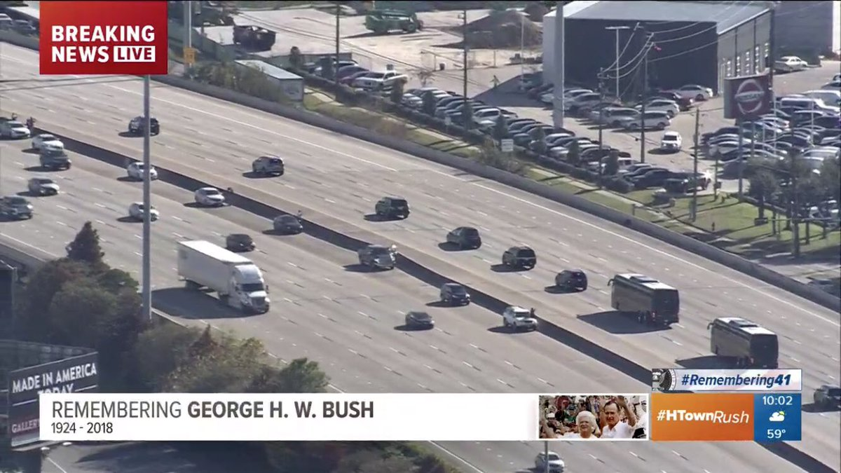 People are stopping on the freeway in #Houston as the motorcade goes by... #remembering41 #bush41 #htownrush #hounews #khou11