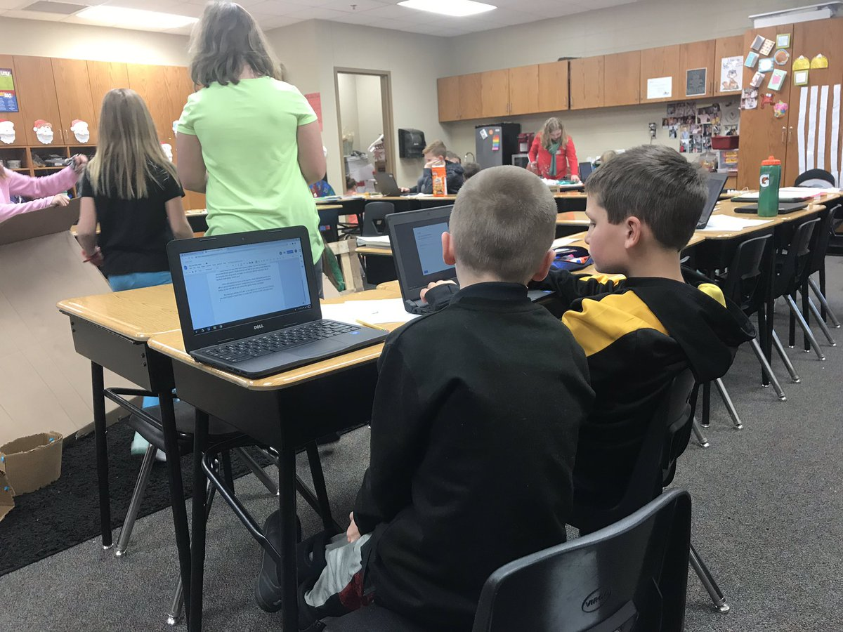 Working on our southeast region  projects. Each kid collaborating, sharing and creating! #geniushour #dcgexcellence #lovemyjob