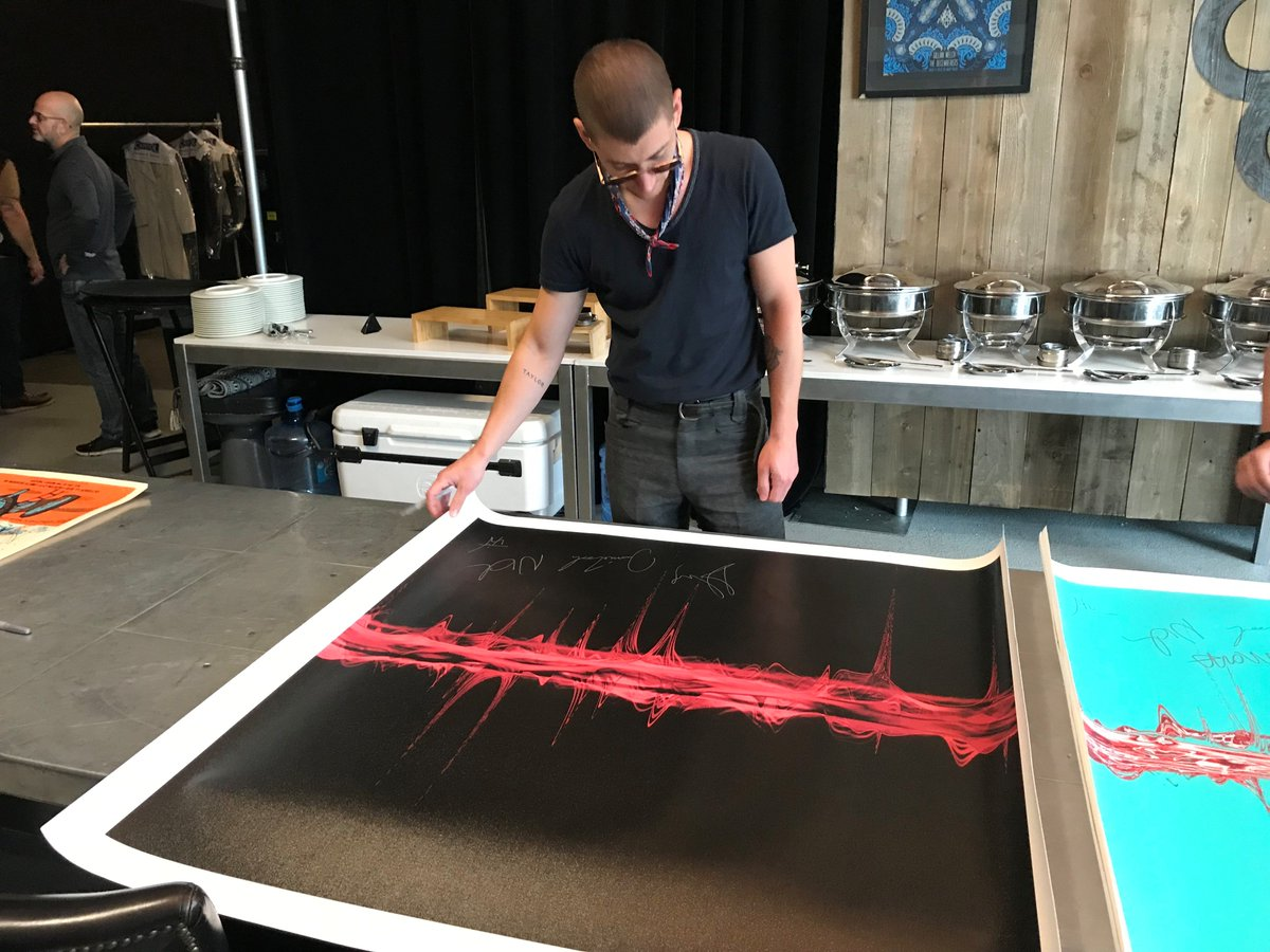Only 2 days left to order limited edition @Soundwaves_Art created from the audio of 10 Arctic Monkeys tracks. These benefit the incredible work of @warchilduk. Get yours here: https://t.co/uOgtwbft9m https://t.co/udusVRES7f