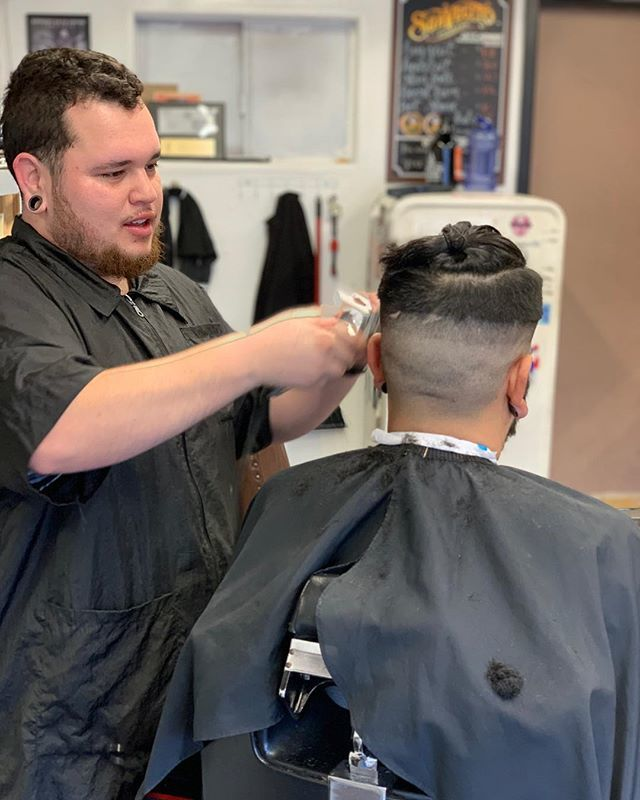 Dinks Barbershop On Twitter Cutting Until 6 Today Book Online Or