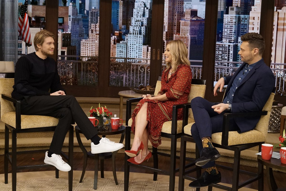 .@josalw's big talk show debut. Thanks for stopping by - glad #kellyandryan got to be your first! #MaryQueenofScots