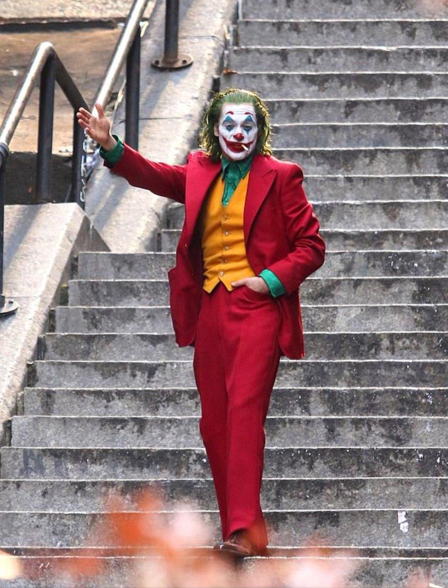 Joker (Origin Story) par Todd Philips produit par Scorcese (Elseworld) - Page 9 Dtheq_6WoAAO3yK