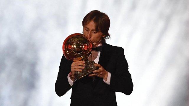 a104836a77480 El centrocampista del Real Madrid Luka Modric se ha alzado este lunes con el  Balón de Oro 2018. France Football ha hecho oficial la noticia prevista y el  ...