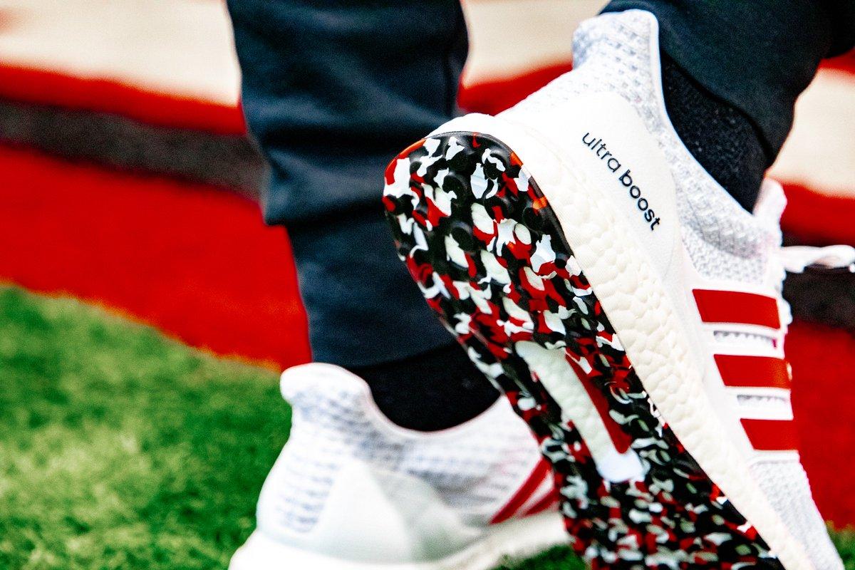 e2dfd3c0fcd Sneaker Politics on Twitter