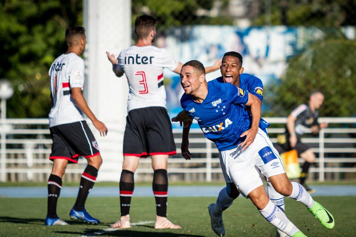 69ac30f1ff Cruzeiro faz bela exibição contra o  SaoPauloFC e conquista primeira vitória  na Copa RS Sub