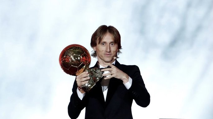 Luka Modric ends dominance of Messi and Ronaldo! 🇭🇷  The Croatian wins the 2018 #BallonDOr 🏆  ⚽️ In the last 10 years, they have won 5 trophies each one of them.  Do you want to sign the best player? Play now the new season 2018-19 in FCS! ▶️ https://t.co/P2BmxRSbVg https://t.co/hrbWpyMAqG