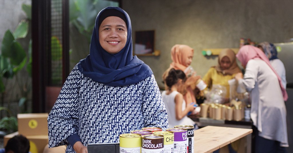We're working to build a more accessible, useful and safer internet in Indonesia so that people like baker Rina can take a bigger bite of the internet economy → http://goo.gl/X6YvyF #GoogleforID 🇮🇩