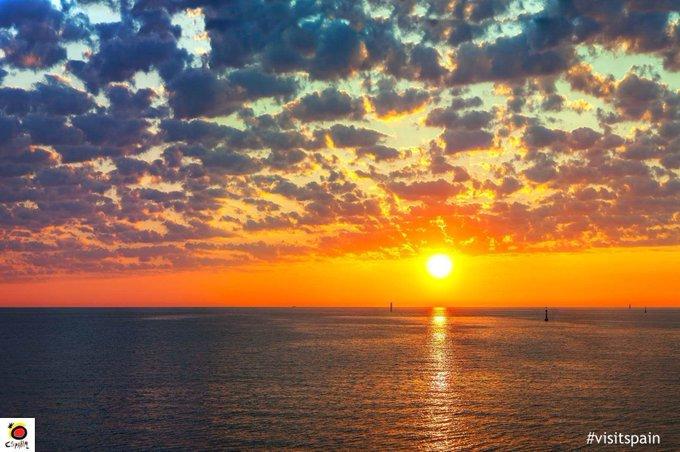 Buenos días, martes. Mira al horizonte y piensa en todo lo bueno que está por llegar.👍 #FelizMartes Foto