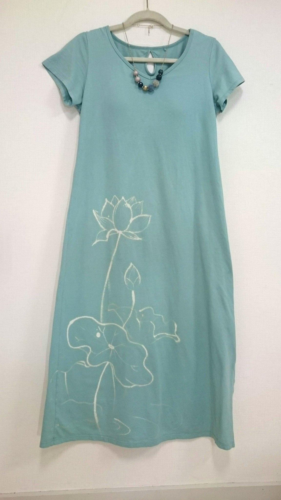 ユニクロのロングTシャツに漂白剤を飛ばしてしまい(泣)そのまま漂白剤で絵を描いてみたらリカバーできたかも✌