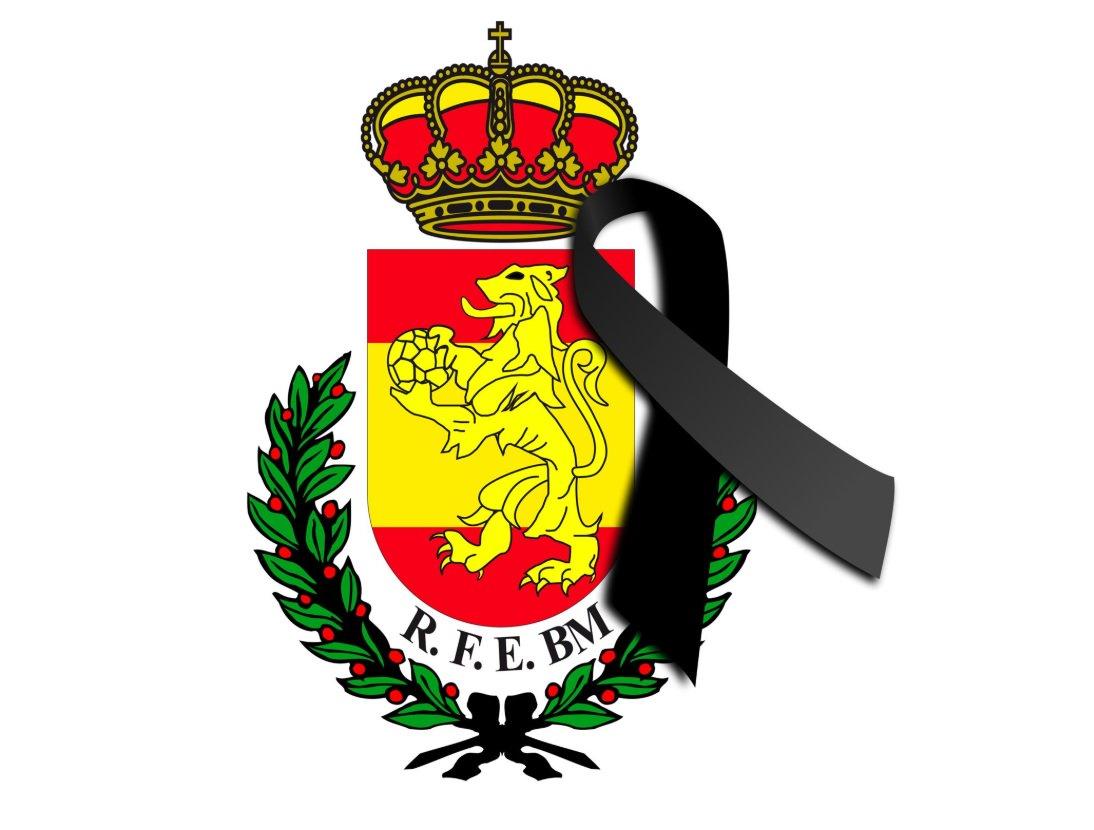 ⚫️ #Necrológica   Fallece Doña Rosalía Prieto, madre de Francisco Javier Moyano, árbitro de División de Honor Élite. Nuestro más sentido pésame. #DEP 📰 https://t.co/snVay0H7lf