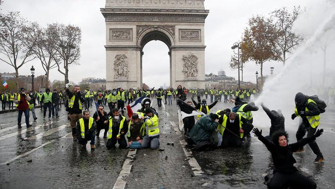 #BREAKING Paris police decide to cancel a football match between Paris Saint-Germain and Montpellier HSC whic was scheduled for next Saturday due to security reasons #GiletsJaunes Photo