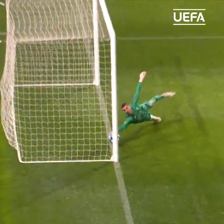 😮😮😮 What. A. Save!  🙌 De Gea 👏👏👏  #UCL @ManUtd
