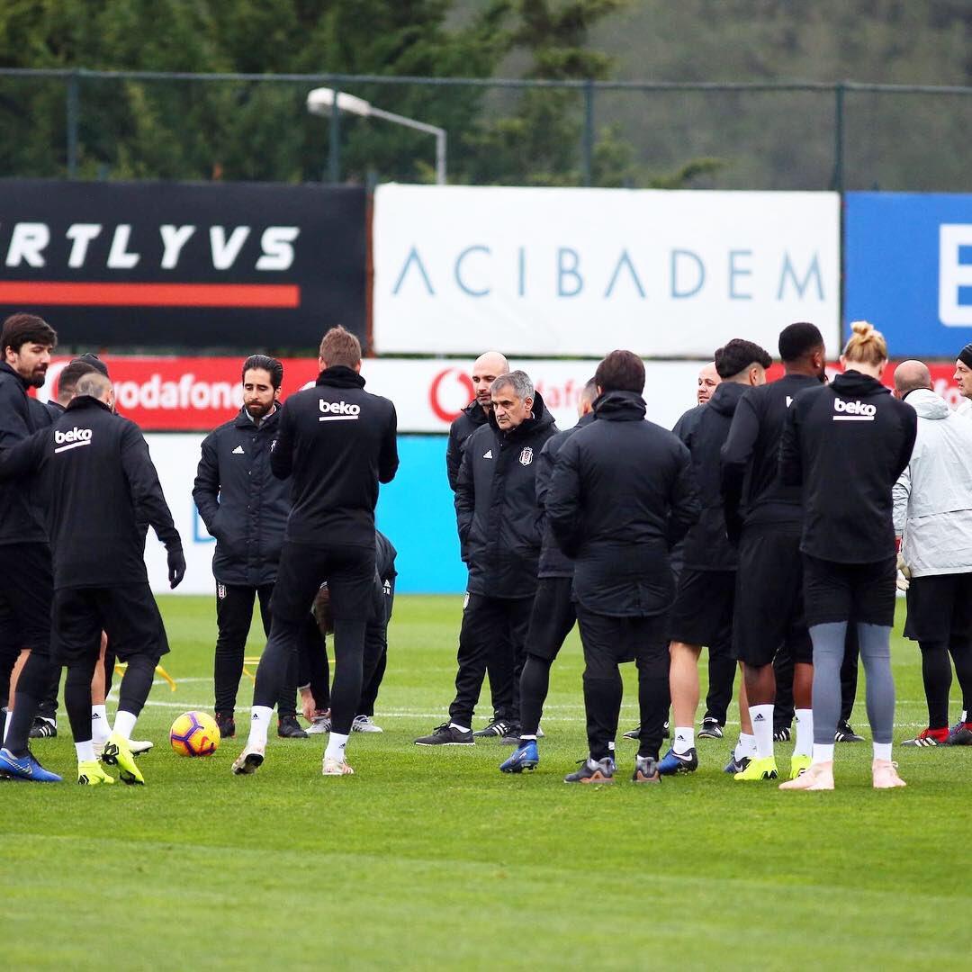 Beşiktaşımız, Spor Toto Süper Lig'de A. Alanyaspor ile oynayacağı maçın hazırlıklarına BJK Nevzat Demir Tesisleri'nde yaptığı antrenmanla başladı #Beşiktaş