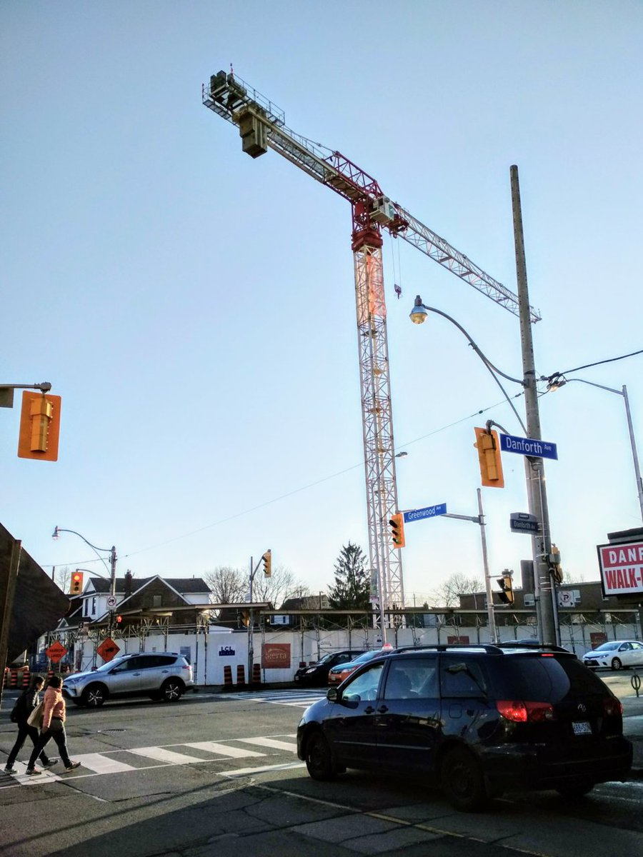The crane is up at Platform Condos on the Danforth. #construction #TorontoRE (Pic via @Urban_Toronto forums) https://t.co/CFF37G5Mp3