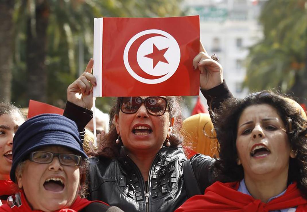 #Tunisia: Men normally inherit twice the share that women inherit, under interpretations of Islamic sharia law.   This new draft law could change that, RT if you agree parliament should pass it! https://www.hrw.org/news/2018/12/04/tunisia-parliament-should-back-gender-equality-inheritance…