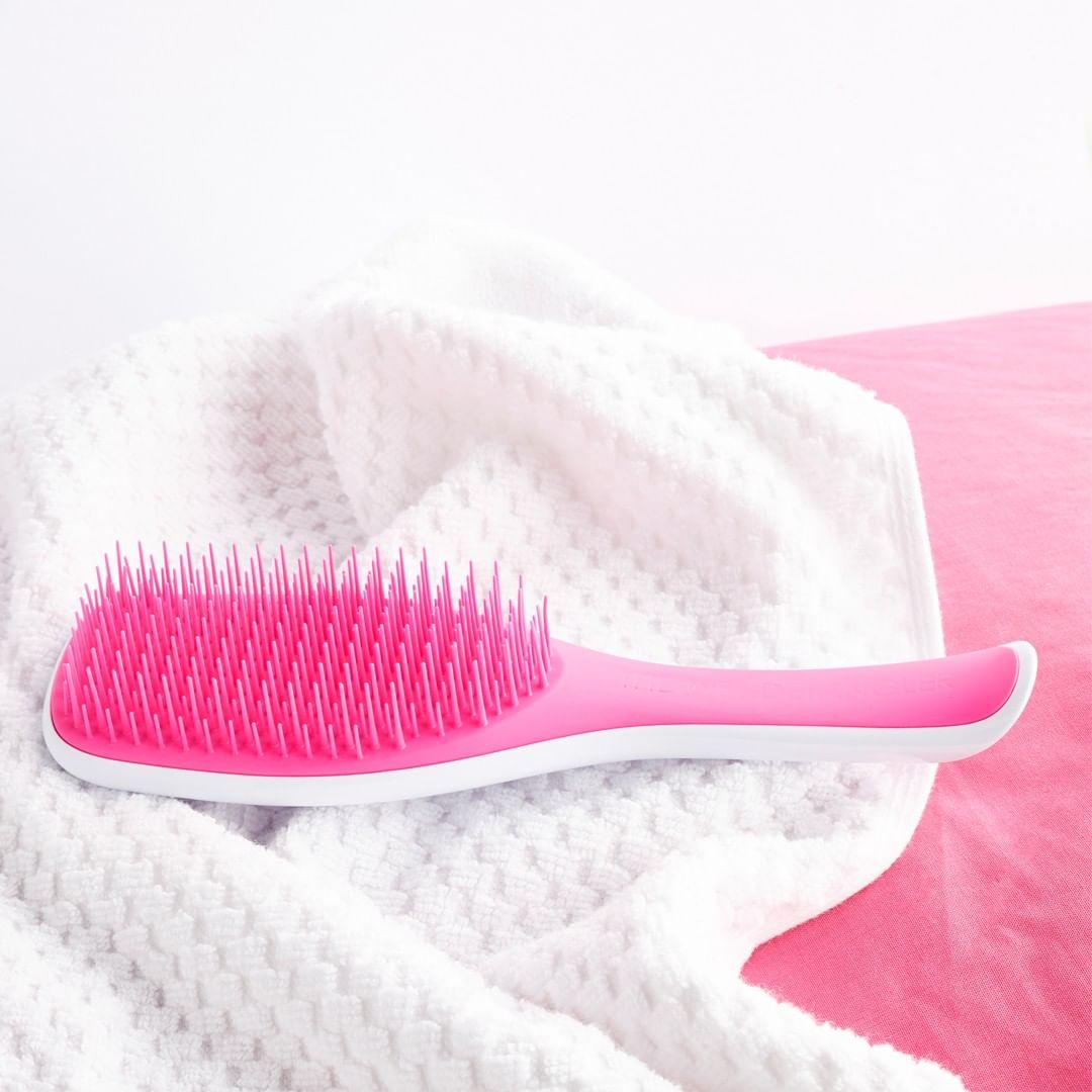 Lernen Sie eine einzelne Haarbürste kennen, die weiß, wie man #nassehaare schnell und schmerzlos kämmt. ❤❤ Mit eienem neuen praktischen Griff.  #glamotde #tangleteezer #wetdetangling #wetbrush #haarbuerste #haarpflege #haarkosmetik #proffessionalkosmetik