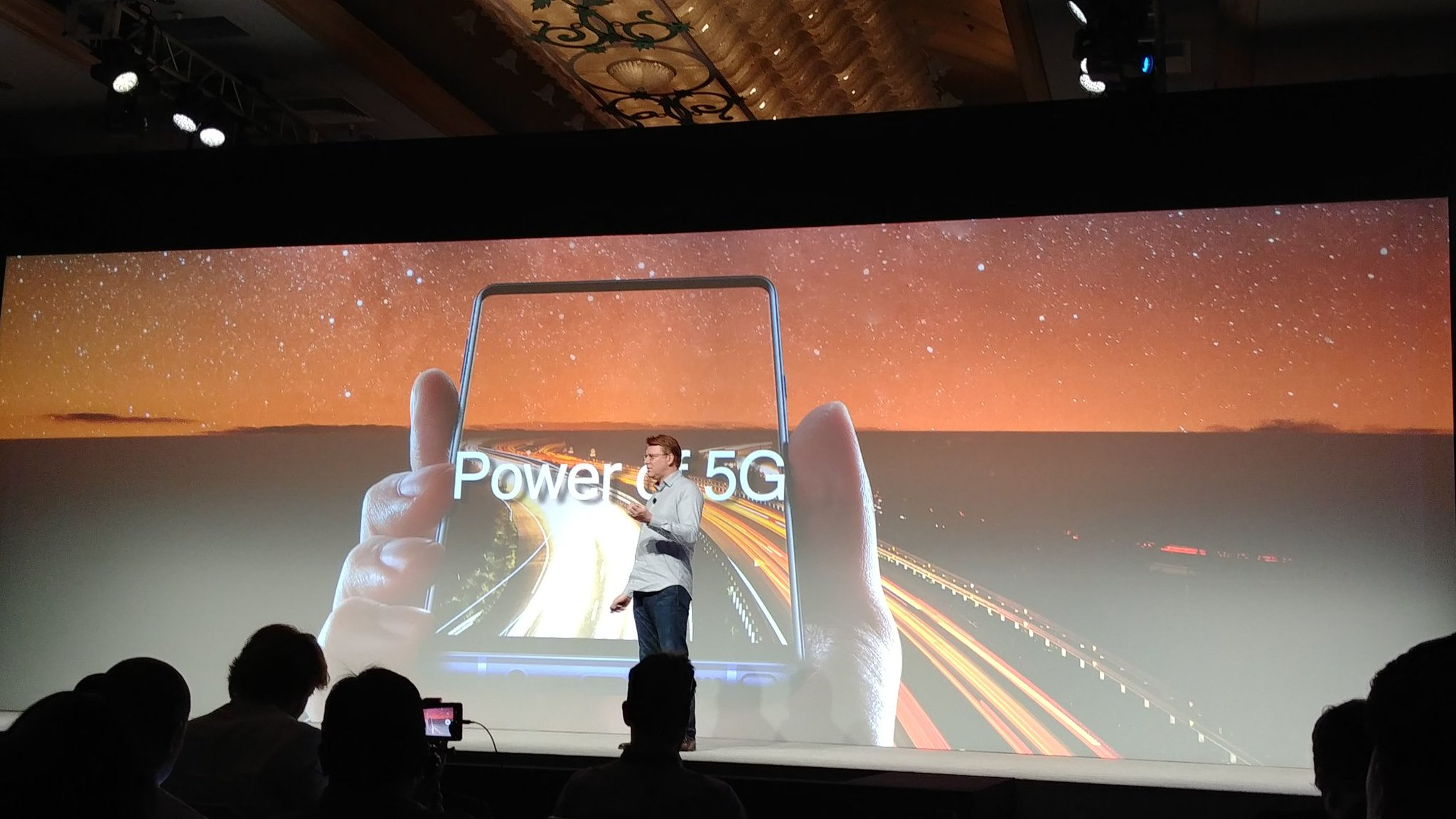 Samsung's SVP of Mobile Product Strategy and Marketing, Justin Denison, was on stage to also share Qualcomm's vision of 5G and they will be working together to bring about the first 5G smartphone in early 2019.