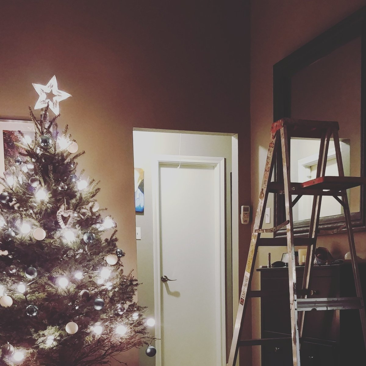 Can't stream at 6:30 CST today, I have to work on some house stuff , if I don't fall off that ladder, I may stream later. #adulting #SupportSmallerStreamers #twitchstreamer #twitch #TuesdayThoughts #TuesdayMotivation #Houstongamers #workhard #ladderworkout <br>http://pic.twitter.com/SyOuW3T5SL