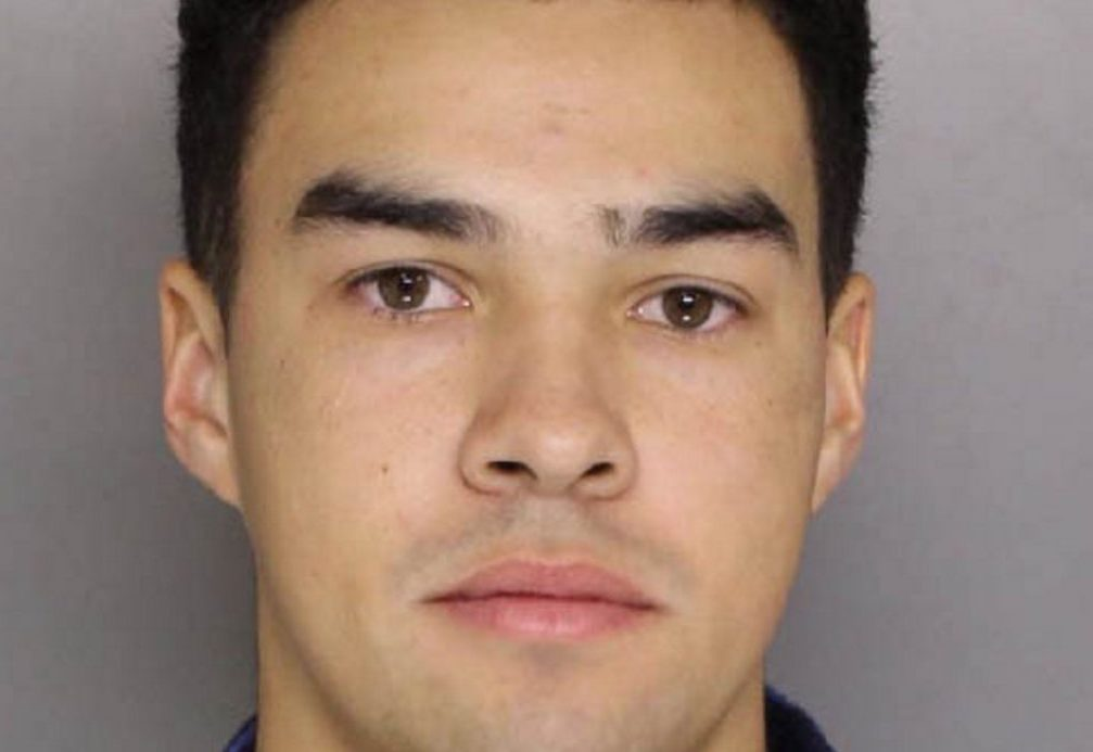 Brunswick #Maine student tied to racist graffiti charged with hate crimes https://t.co/nVgdcu4EGz