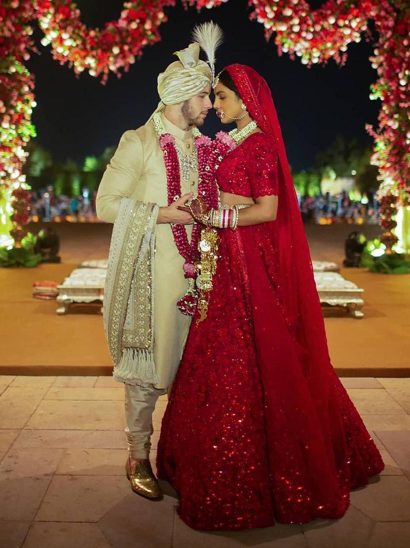 Cantiknya Priyanka Chopra Pakai Gaun Hingga Sari di Hari Pernikahan https://t.co/5TBtCj8Ghk via @wolipop https://t.co/srza8xLOOa