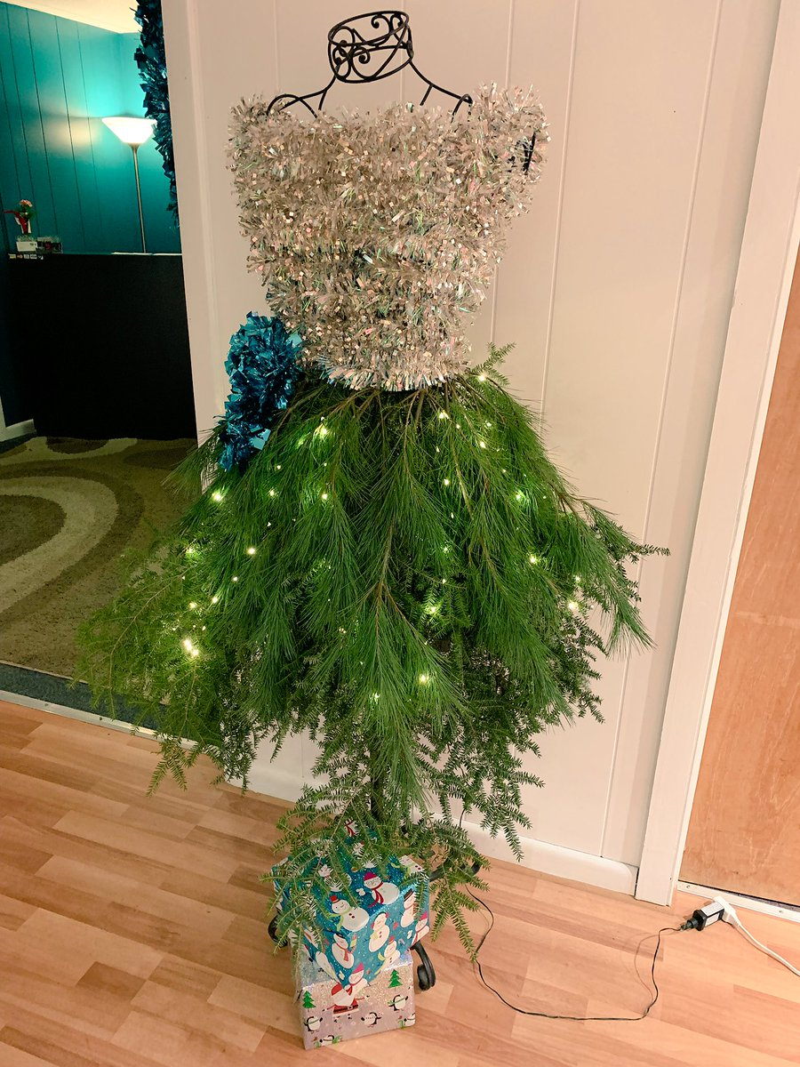 Dress Form Christmas Tree.Kat Miℓℓyeya On Twitter Everyone Needs To See This Dress