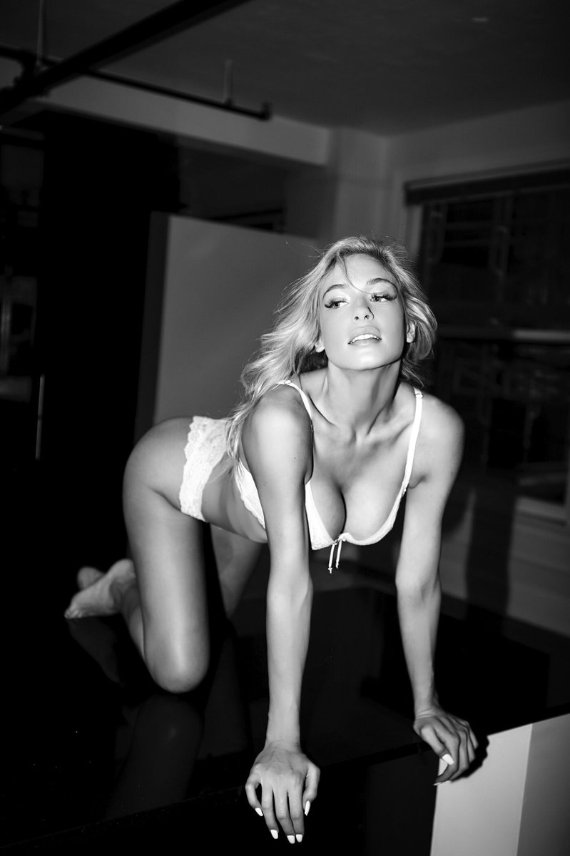 Hannah Palmer Nude Photos 19